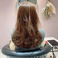 ゆるかき上げウェーブ ロング レイヤーカット ナチュラル ヘアスタイルや髪型の写真・画像
