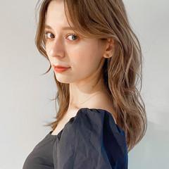 ベージュカラー くびれカール グレージュ ミディアム ヘアスタイルや髪型の写真・画像