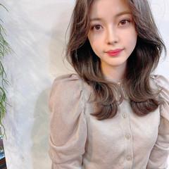 レイヤースタイル セミロング 韓国風ヘアー レイヤーカット ヘアスタイルや髪型の写真・画像