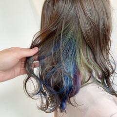 ミディアム ミルクティーベージュ インナーカラー カラフルカラー ヘアスタイルや髪型の写真・画像