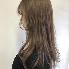 シアーベージュ ミルクティーベージュ ナチュラル ナチュラルベージュ ヘアスタイルや髪型の写真・画像
