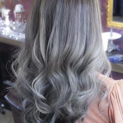 ブリーチ ロング ダブルカラー バレイヤージュ ヘアスタイルや髪型の写真・画像