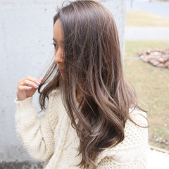 アンニュイ デート ハイライト ウェーブ ヘアスタイルや髪型の写真・画像