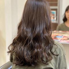 ナチュラル オリーブアッシュ ロング グレーアッシュ ヘアスタイルや髪型の写真・画像