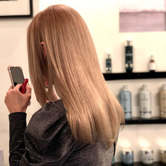 ブリーチカラー ミルクティーベージュ 艶髪 透明感 ヘアスタイルや髪型の写真・画像