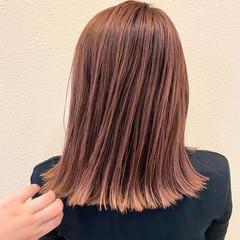 ピンクベージュ ナチュラル 極細ハイライト セミロング ヘアスタイルや髪型の写真・画像