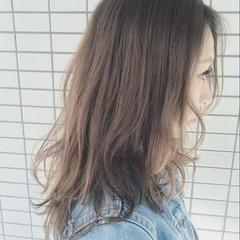 波ウェーブ 外国人風 アッシュ ロング ヘアスタイルや髪型の写真・画像