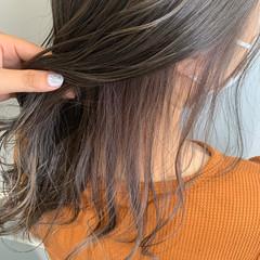 ラベンダーグレージュ ブリーチ グレージュ セミロング ヘアスタイルや髪型の写真・画像
