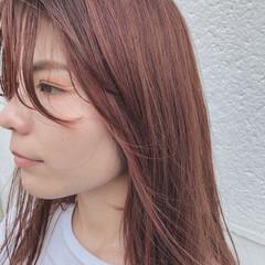 ベリーピンク セミロング ナチュラル イルミナカラー ヘアスタイルや髪型の写真・画像