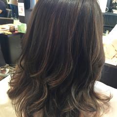 上品 アッシュグレー アッシュグレージュ ミディアム ヘアスタイルや髪型の写真・画像