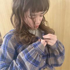 デート ナチュラル セミロング アウトドア ヘアスタイルや髪型の写真・画像