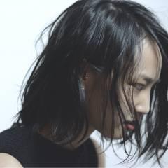 ウェットヘア 卵型 黒髪 ストリート ヘアスタイルや髪型の写真・画像