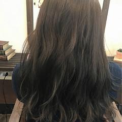 ロング ナチュラル グレージュ カール ヘアスタイルや髪型の写真・画像