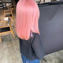 ミディアム カジュアル ホワイトブリーチ 派手髪 ヘアスタイルや髪型の写真・画像