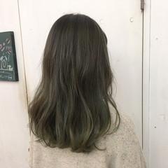 セミロング グレージュ ハイトーン マット ヘアスタイルや髪型の写真・画像