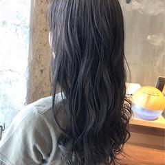 アッシュ ナチュラル 外国人風カラー ウェーブ ヘアスタイルや髪型の写真・画像