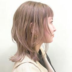 ミディアムレイヤー シアーベージュ ガーリー ミルクティーグレージュ ヘアスタイルや髪型の写真・画像