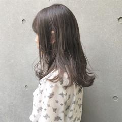 アッシュグレー ナチュラル グレージュ セミロング ヘアスタイルや髪型の写真・画像