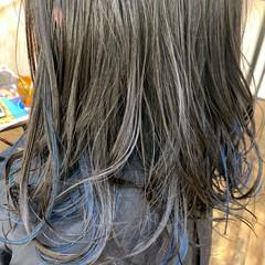 コテ巻き インナーカラー ブリーチカラー セミロング ヘアスタイルや髪型の写真・画像