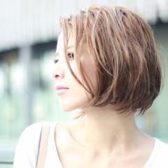 ショート ストリート ハイライト ブラウンベージュ ヘアスタイルや髪型の写真・画像