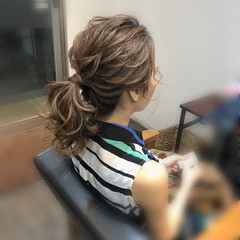 ローポニーテール ヘアセット ポニーテール フェミニン ヘアスタイルや髪型の写真・画像