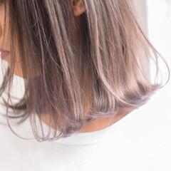 アッシュブラウン ミルクティーベージュ ミルクティー 切りっぱなしボブ ヘアスタイルや髪型の写真・画像
