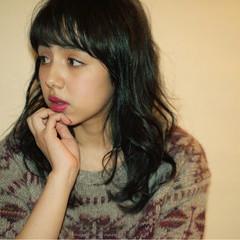 フェミニン ゆるふわ 暗髪 セミロング ヘアスタイルや髪型の写真・画像