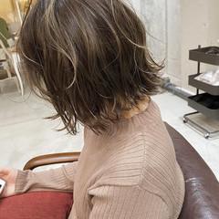 切りっぱなしボブ ナチュラル 大人ハイライト ミルクティーベージュ ヘアスタイルや髪型の写真・画像