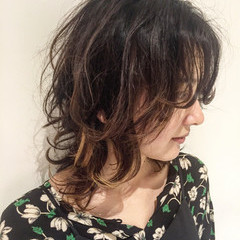 グラデーションカラー パーマ セミロング 外国人風カラー ヘアスタイルや髪型の写真・画像