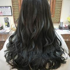 グラデーションカラー ナチュラル ロング 暗髪 ヘアスタイルや髪型の写真・画像