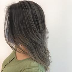 グレージュ ストリート ハイライト バレイヤージュ ヘアスタイルや髪型の写真・画像