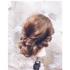 ツイスト ねじり 編み込み セミロング ヘアスタイルや髪型の写真・画像