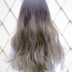 大人かわいい 外国人風 アッシュ グレージュ ヘアスタイルや髪型の写真・画像