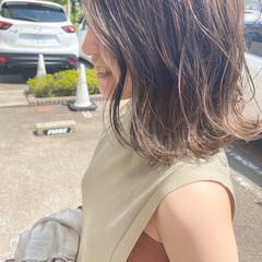 ミルクティーベージュ 切りっぱなしボブ アッシュベージュ グレージュ ヘアスタイルや髪型の写真・画像