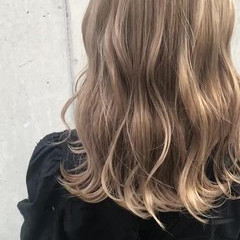 セミロング ガーリー 外国人風カラー ブロンドカラー ヘアスタイルや髪型の写真・画像
