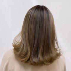ベージュ ハイトーン 派手髪 エレガント ヘアスタイルや髪型の写真・画像