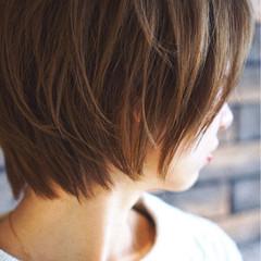 ハイライト アッシュ ショート ナチュラル ヘアスタイルや髪型の写真・画像