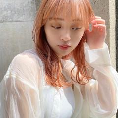 ピンクベージュ ハイトーンカラー ハイトーン 切りっぱなし ヘアスタイルや髪型の写真・画像