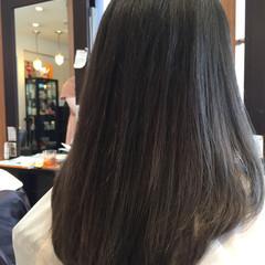 アッシュグレー アッシュ ミディアム ナチュラル ヘアスタイルや髪型の写真・画像