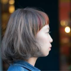 ピンク レッド ストリート ボブ ヘアスタイルや髪型の写真・画像