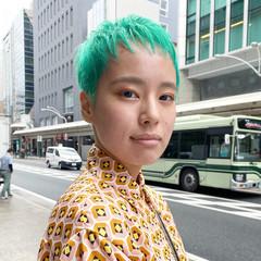 グリーン ショートヘア エメラルドグリーンカラー 刈り上げ女子 ヘアスタイルや髪型の写真・画像