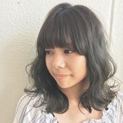 アンニュイ 外国人風 ミディアム ウェーブ ヘアスタイルや髪型の写真・画像