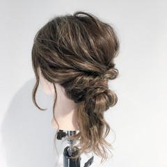 フェミニン ねじり セミロング デート ヘアスタイルや髪型の写真・画像