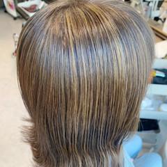 セミロング 切りっぱなしボブ 大人ハイライト ミルクティーベージュ ヘアスタイルや髪型の写真・画像