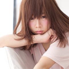 ミディアム 暗髪 ナチュラル アッシュ ヘアスタイルや髪型の写真・画像