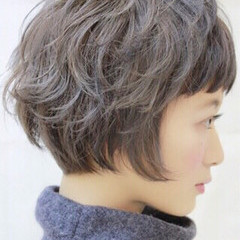 アッシュグレージュ ブルージュ ボブ ハイトーン ヘアスタイルや髪型の写真・画像