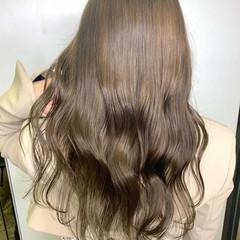 ナチュラル 透明感カラー グレージュ シアーベージュ ヘアスタイルや髪型の写真・画像