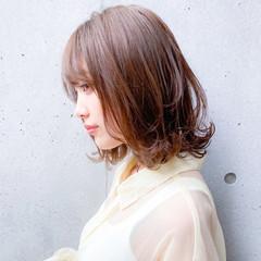 ミディアム レイヤーカット レイヤースタイル ナチュラル ヘアスタイルや髪型の写真・画像