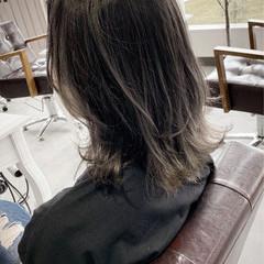 ミディアム グレージュ 透明感カラー ナチュラル ヘアスタイルや髪型の写真・画像