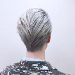 ボーイッシュ ホワイト グラデーションカラー モード ヘアスタイルや髪型の写真・画像
